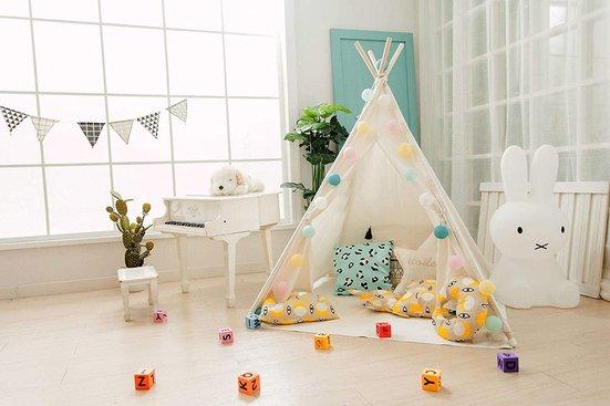 Kuschelecke im Kinderzimmer mit Tipi