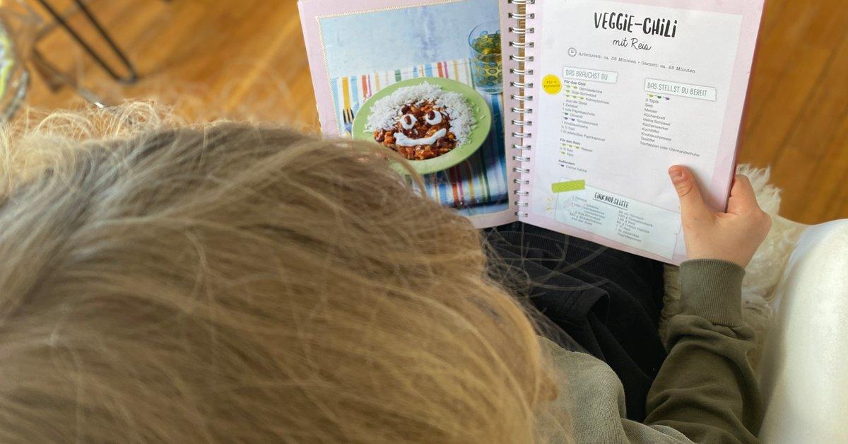 Kinder-Kochbuch: 7 Buchtipps, damit Kinder einfache Gerichte kochen | familie.de