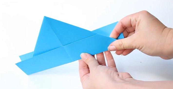 Papierhut falten: Schritt 4