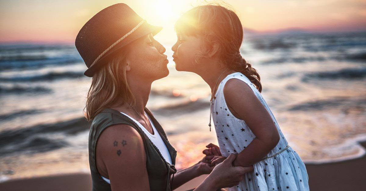 Küsst mit mutter zunge kind kontreeferyp: Mutter