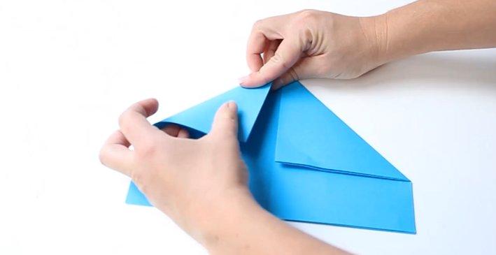 Papierhut falten: Schritt 2