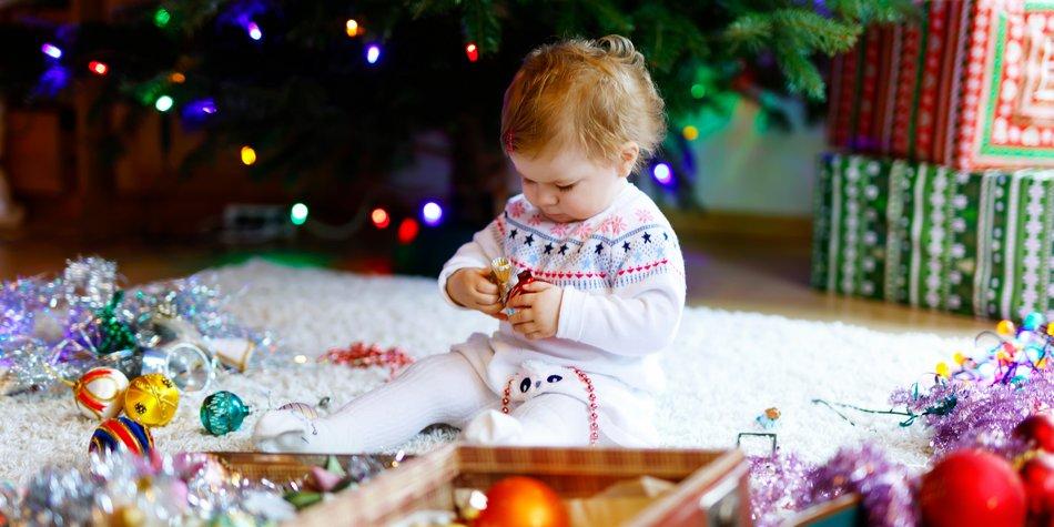 Die Schönsten Weihnachts Outfits Fürs Baby Familiede