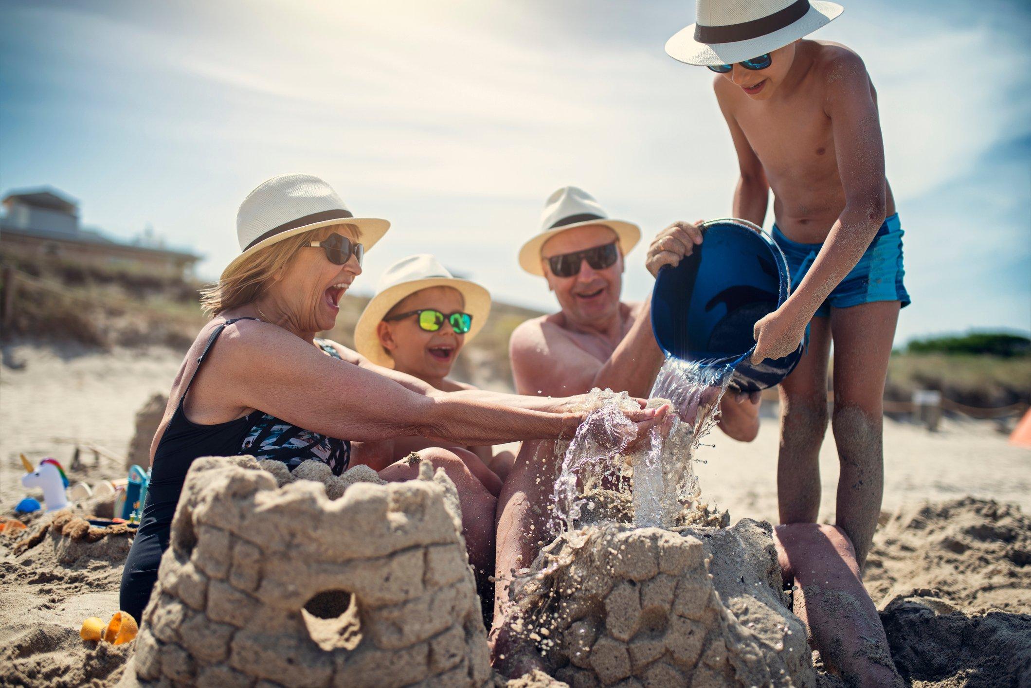 So bist du im Urlaub bei Coronaverdacht abgesichert | familie.de