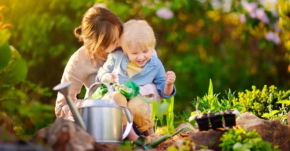 Gärtnern mit Kindern: Tipps und praktischer Gartenkalender für Kinder | familie.de