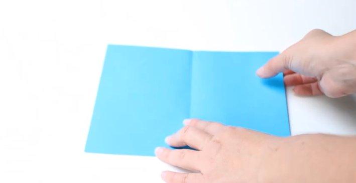 Papierhut falten Schritt 0