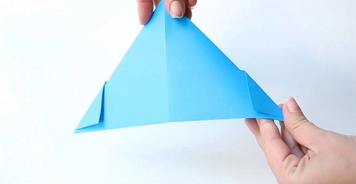 Papierhut falten: Schritt 5