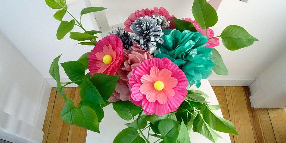 Kunterbunte Papierblumen Basteln Als Tischdeko Fur Den Fruhling