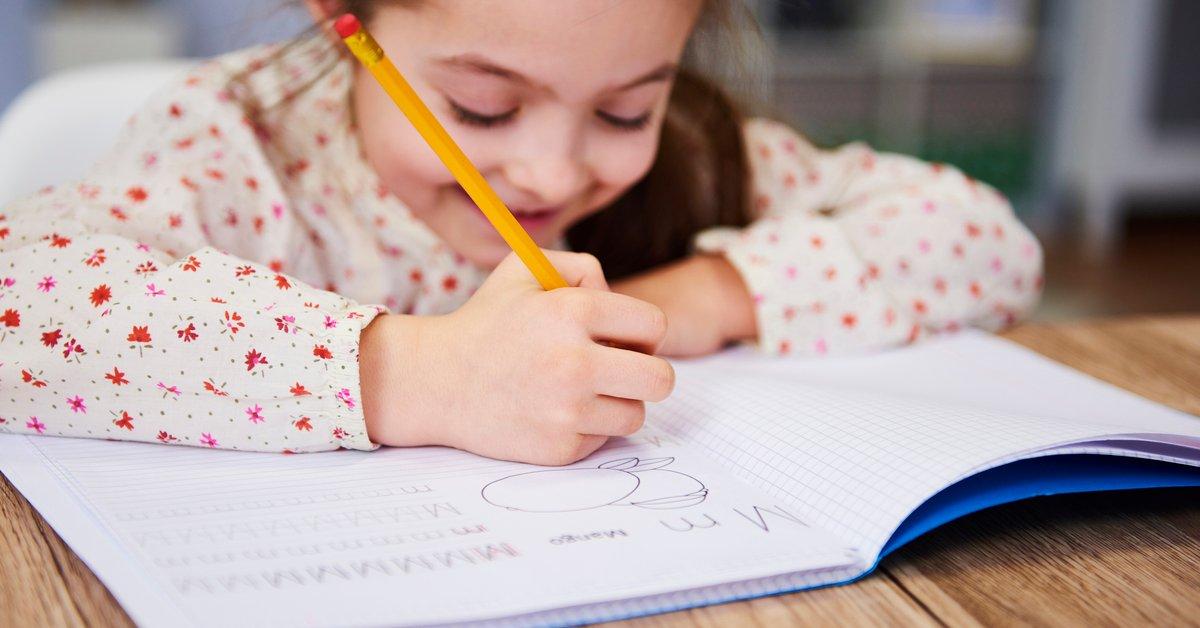 Tag der Handschrift: 5 Tipps, wie ihr eure Kinder fördern könnt | familie.de