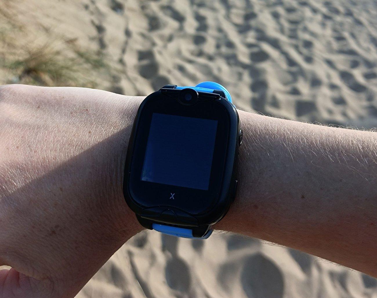 Xplora Smartwatch am Strand